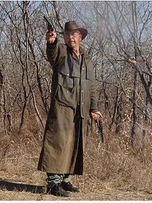 Un manteau pardessus, le cache-poussière