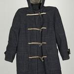 Un manteau en laine épaisse, le duffle-coat