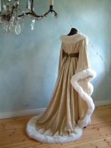 Le houppelande, un manteau d'époque pour les bals