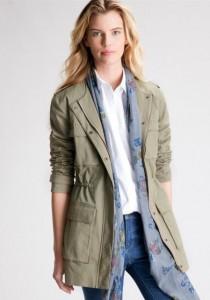 La saharienne, un manteau long pour l'été
